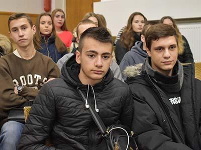 Зустріч з абітурієнтами та їхніми батьками розпочалася у конференц-залі Дніпропетровського державного університету внутрішніх справ.