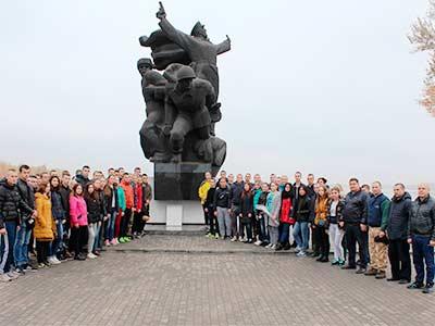 Курсанти університету разом із дітьми екскурсували Дніпром та грали в футбол